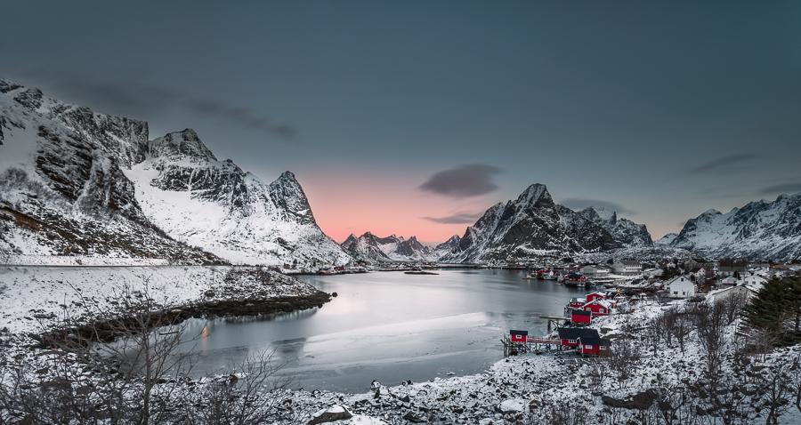 Alba, Reine, Lofoten, Norvegia - (Sunset, Reine, Lofoten, Norway) - La baia di Reine prima che sorgesse il sole, faceva un freddo pazzesco, ma non avrei perso questa opportunità di fare foto neanche  se ci fossero stati -30gradi