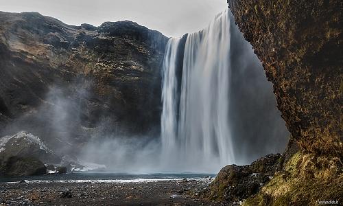 La spettacolare cascata di Skògafoss. mt. 62 - (the spectacular Skògafoss waterfall. mt 62)