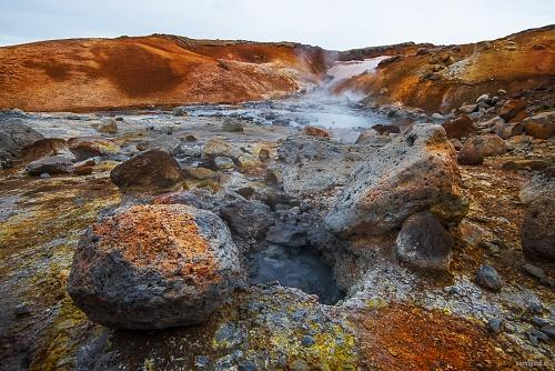 Zona geoternica di Seltùn - (Seltùn geotermal area)  - Fumarole, pozze di fango, solfatare scintillano di riflessi iridescenti grazie ai minerali contenuti nel suolo. Islanda 2015