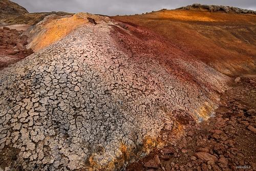 Zona geoternica di Seltùn - (Seltùn geotermal area)  - il terreno in tutta la zona è di cento colori grazie ai minerali contenuti. Un vero paradiso per i fotografi. Islanda 2015