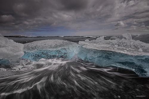 Icebergs sulla spiaggia di Jokulsarlon - (icebergs on the beach at Jokulsarlon)